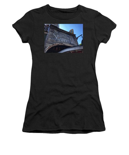 Key Museum  Women's T-Shirt (Athletic Fit)