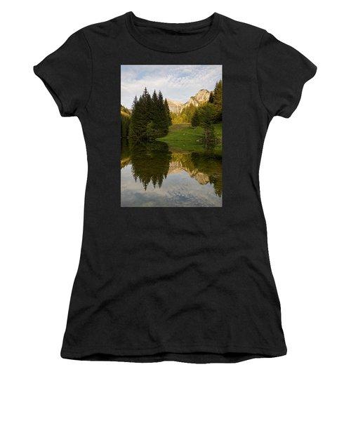 Lac De Fontaine Women's T-Shirt (Athletic Fit)
