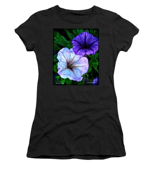 Last Of The Petunias   Women's T-Shirt