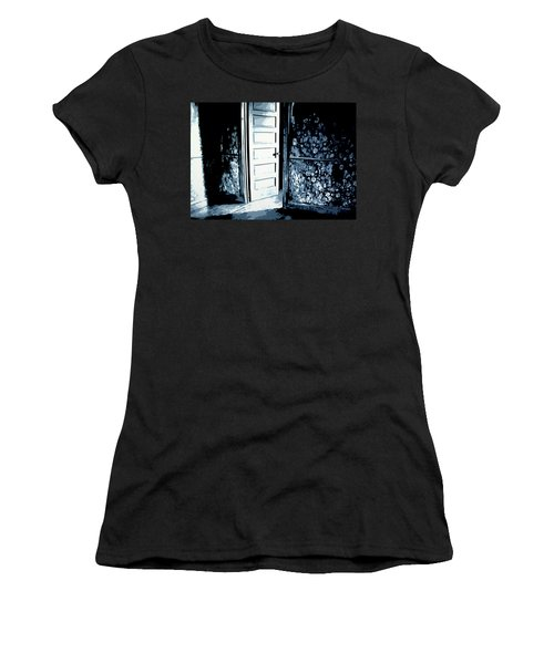 Laura's Painting Women's T-Shirt (Athletic Fit)