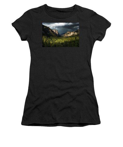 Majestic Yosemite National Park Women's T-Shirt (Athletic Fit)