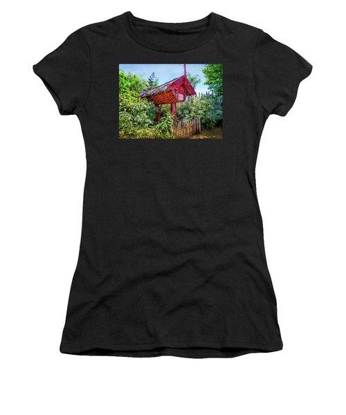 Maori Home In New Zealand Women's T-Shirt