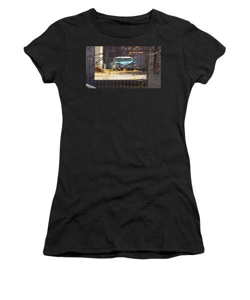 Memories Of Old Blue, A Car In Shantytown.  Women's T-Shirt