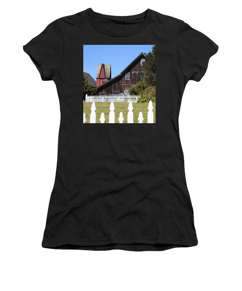 Mendocino Barn Women's T-Shirt (Athletic Fit)