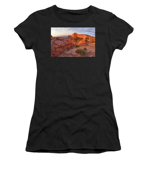 Mesa Arch Overlook At Dawn Women's T-Shirt