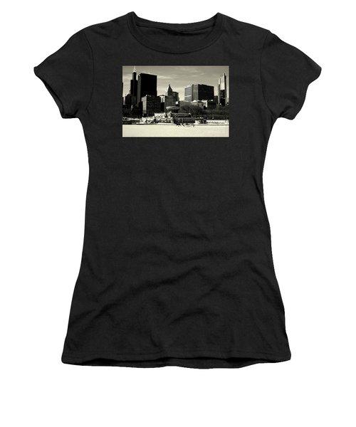 Morning Dog Walk - City Of Chicago Women's T-Shirt