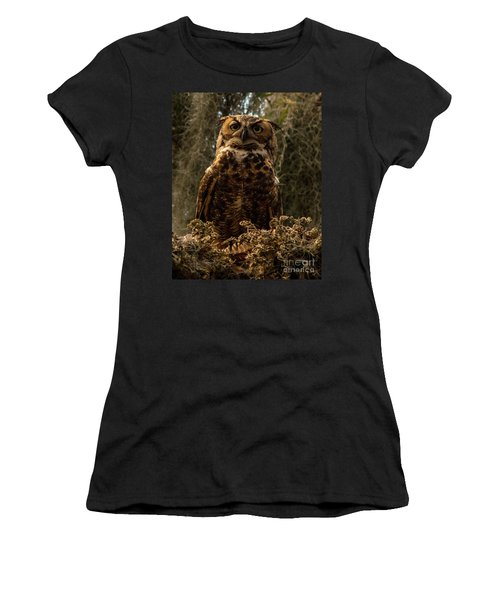 Mother Owl Posing Women's T-Shirt (Athletic Fit)