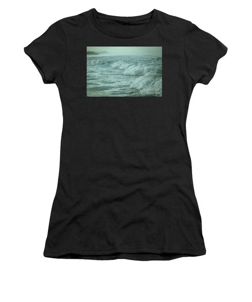 Near Waves Women's T-Shirt (Athletic Fit)