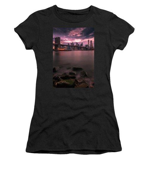 New York City Brooklyn Bridge Sunset Women's T-Shirt