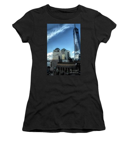 New York Financial District Women's T-Shirt (Athletic Fit)