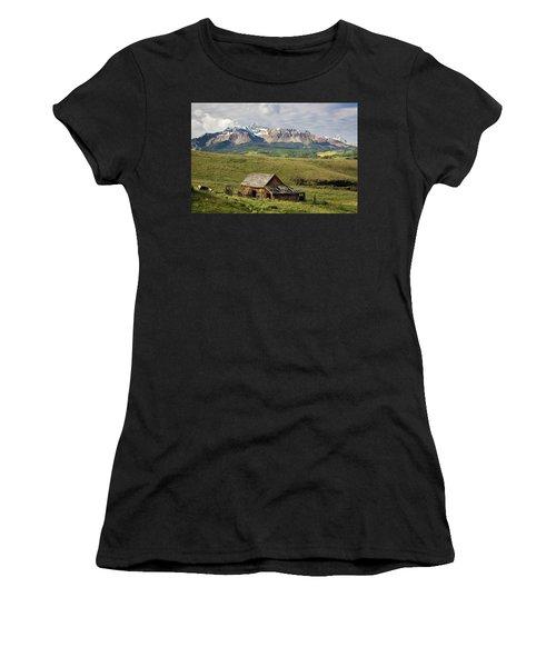 Old Barn And Wilson Peak Horizontal Women's T-Shirt