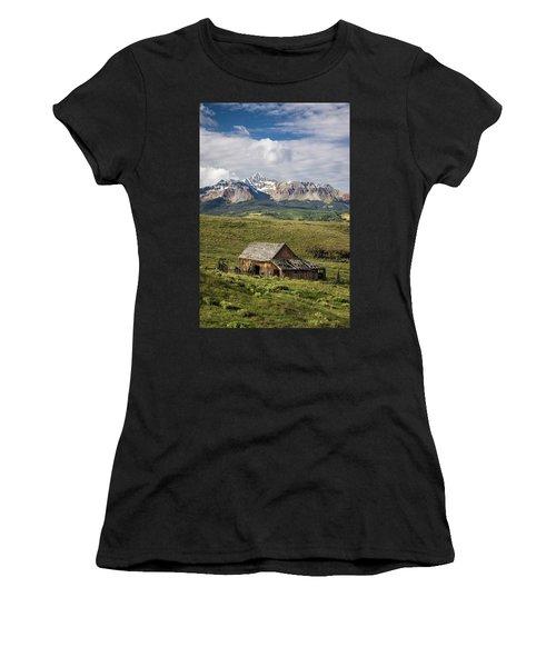 Old Barn And Wilson Peak Vertical Women's T-Shirt