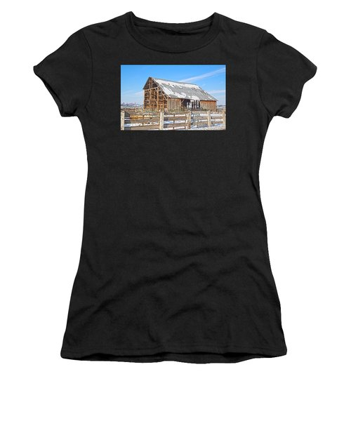 Old Barn In Idaho Women's T-Shirt (Athletic Fit)