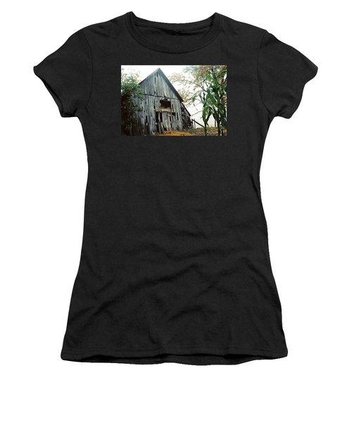 Old Barn In The Morning Mist Women's T-Shirt