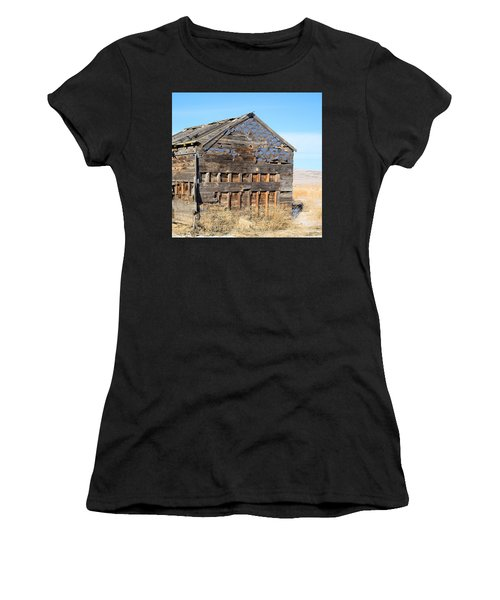 Old Cabin In The Desert Women's T-Shirt (Athletic Fit)