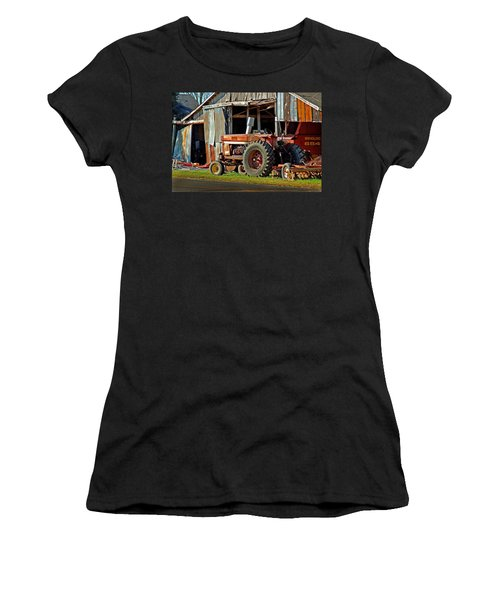 Old Red Tractor And The Barn Women's T-Shirt