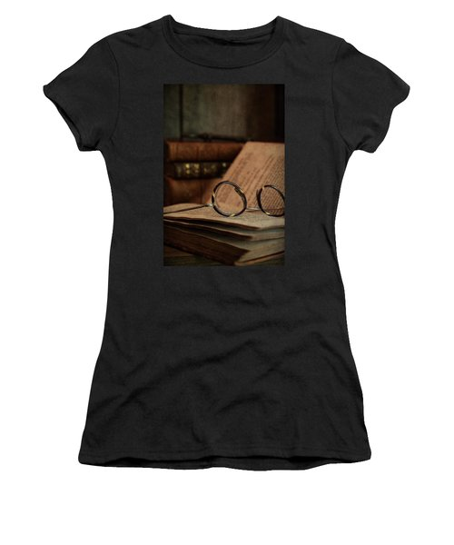 Old Vintage Books With Reading Glasses Women's T-Shirt (Athletic Fit)
