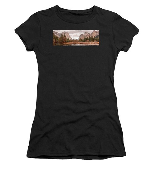 Panoramic View Of Yosemite Valley From Bridal Veils Falls Viewing Point - Sierra Nevada California Women's T-Shirt