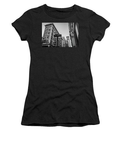 Philadelphia Urban Landscape - 0980 Women's T-Shirt