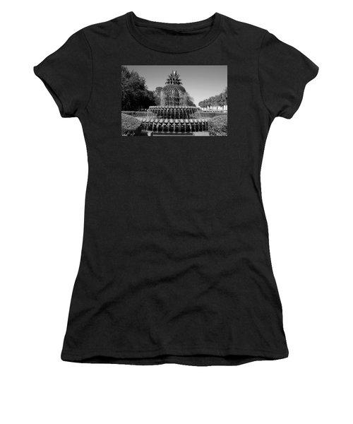 Pineapple Fountain Charleston Sc Black And White Women's T-Shirt