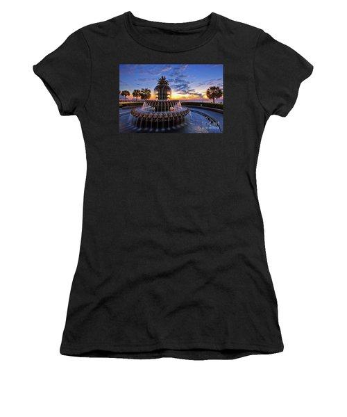 The Pineapple Fountain At Sunrise In Charleston, South Carolina, Usa Women's T-Shirt