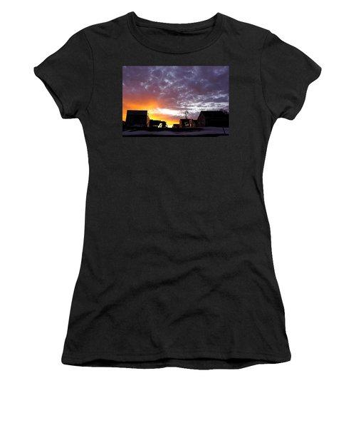Pioneer Town Sunset Women's T-Shirt