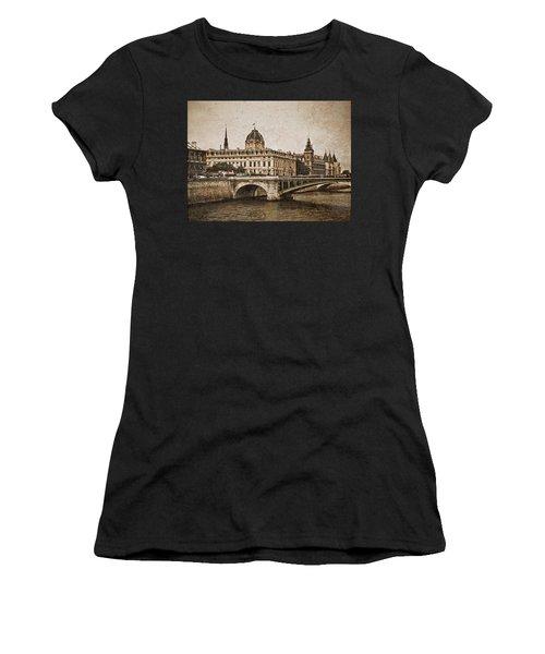 Paris, France - Pont Notre Dame Oldstyle Women's T-Shirt