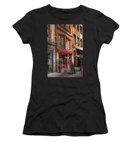 French Cafe Women's T-Shirt (Athletic Fit)