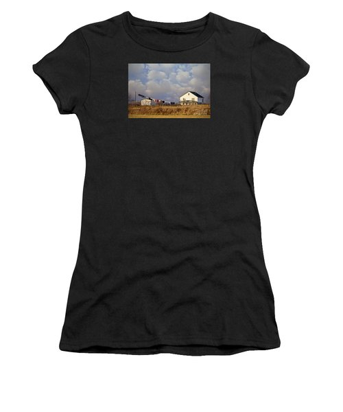 Really Long Clothesline Women's T-Shirt (Athletic Fit)