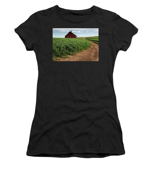 Red Barn In Green Field Women's T-Shirt