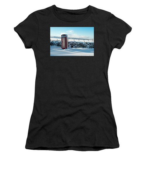 Red Telephone Box In The Snow V Women's T-Shirt