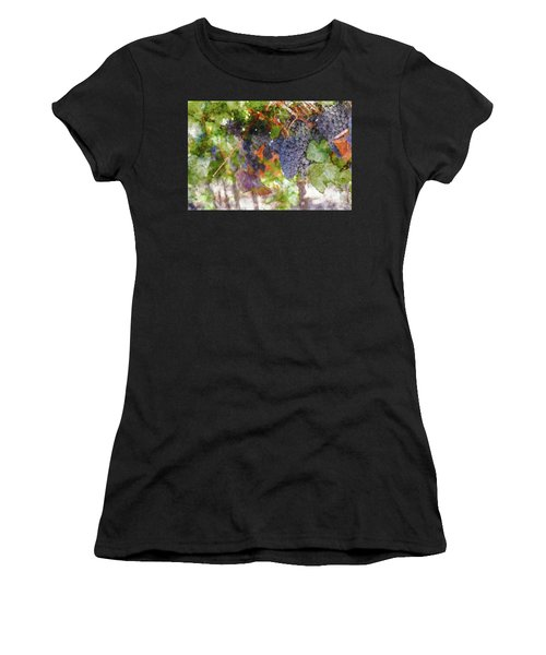 Red Wine Grapes On The Vine In Wine Country Women's T-Shirt