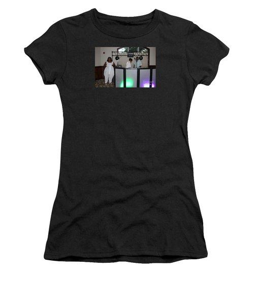 Sanderson - 4539 Women's T-Shirt (Athletic Fit)