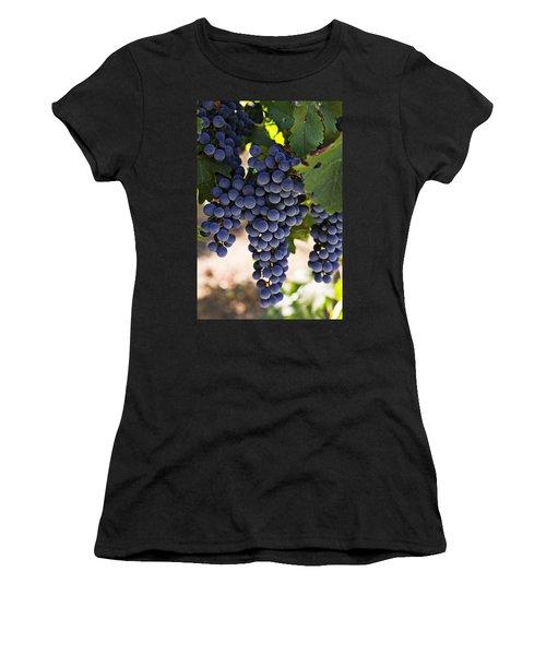 Sauvignon Grapes Women's T-Shirt (Athletic Fit)