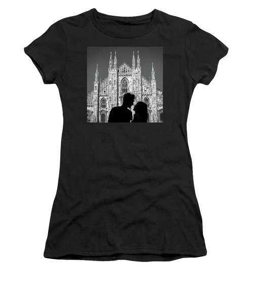 Silhouette Of Young Couple Kissing In Front Of Milan's Duomo Cathedral Women's T-Shirt