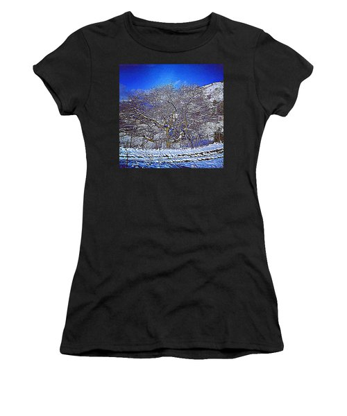 Snowy Women's T-Shirt