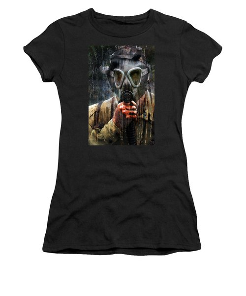 Soldier In World War 2 Gas Mask Women's T-Shirt (Athletic Fit)