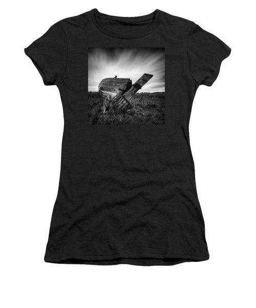 St Cyrus Wreck Women's T-Shirt (Athletic Fit)