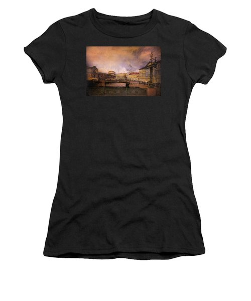 St Petersburg Canal Women's T-Shirt (Athletic Fit)