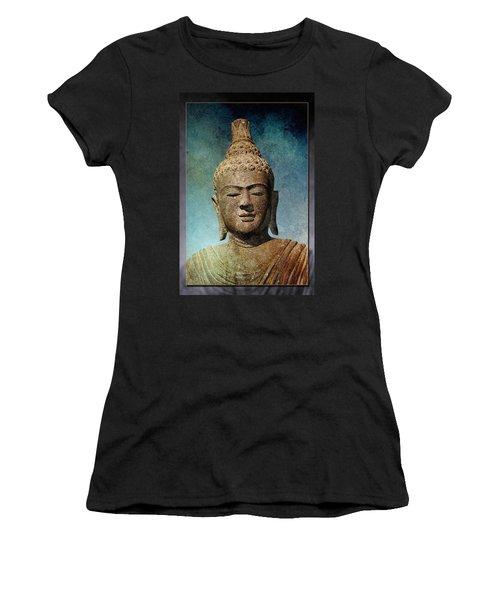 Statue 3 Women's T-Shirt