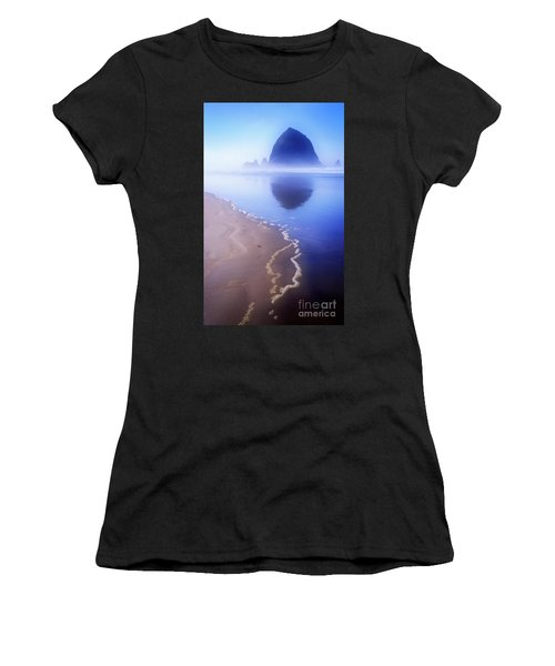Surf Reflection Women's T-Shirt (Athletic Fit)