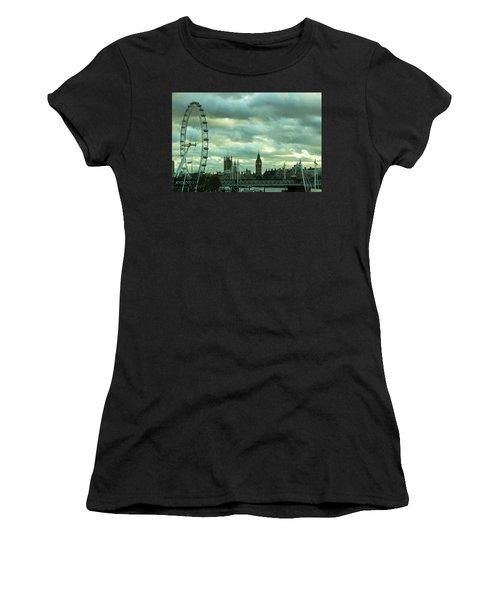 Thames View 1 Women's T-Shirt (Athletic Fit)