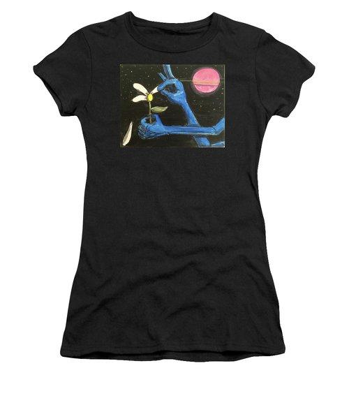 The Alien Loves Me... The Alien Loves Me Not Women's T-Shirt