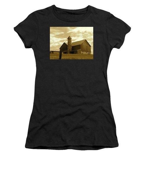 The Amish Silo Barn Women's T-Shirt