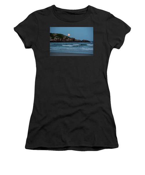 The Strawberry Moon Rising Over Good Harbor Beach Gloucester Ma Island Women's T-Shirt
