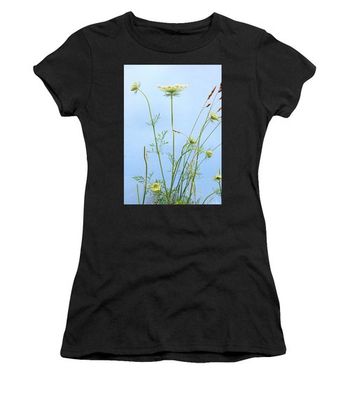 Tuft Of Queen Anne's Lace Women's T-Shirt