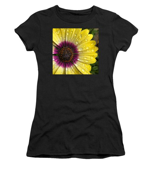 Daisy Up Close  Women's T-Shirt