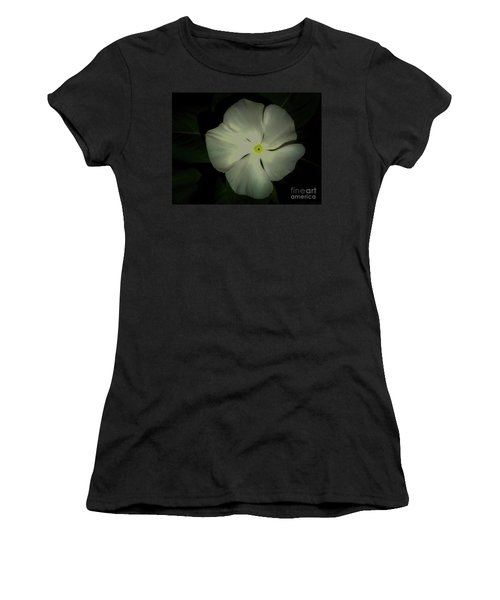 Vinca Bloom Night Glow Women's T-Shirt