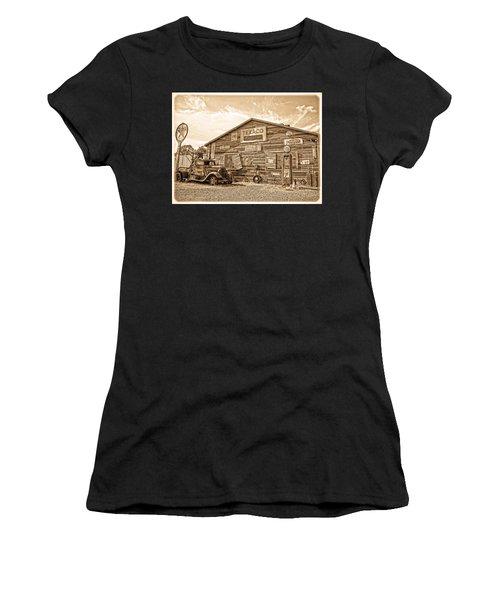 Vintage Service Station Women's T-Shirt (Athletic Fit)