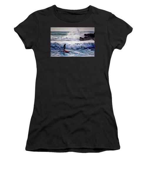 Waimea Bay Surfer Women's T-Shirt (Athletic Fit)